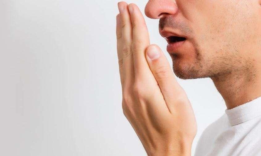 رائحة الفم الكريهة