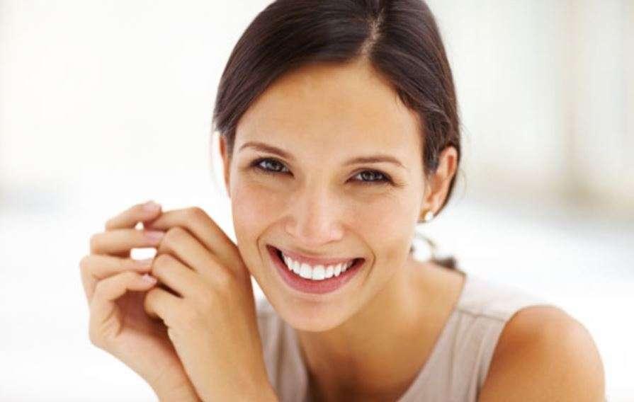 علاج الابتسامة اللثوية بالفيلر